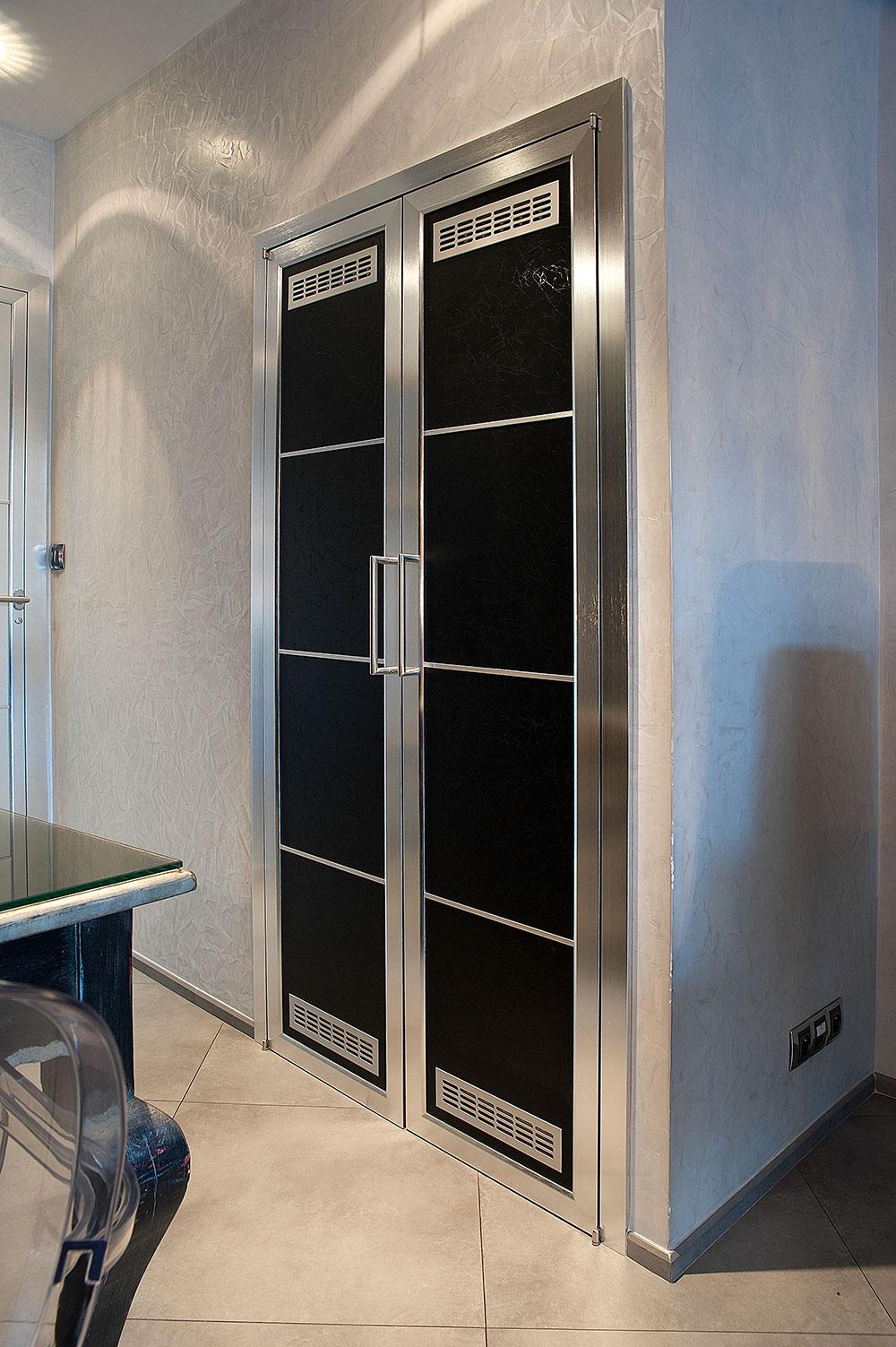 Studio immobiliare cannes porte scorrevoli e battenti for Porte arredamento moderno