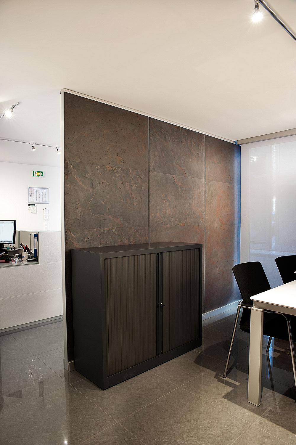 Reception counter and iding wall & Reception counter and iding wall - Porte scorrevoli e battenti ...