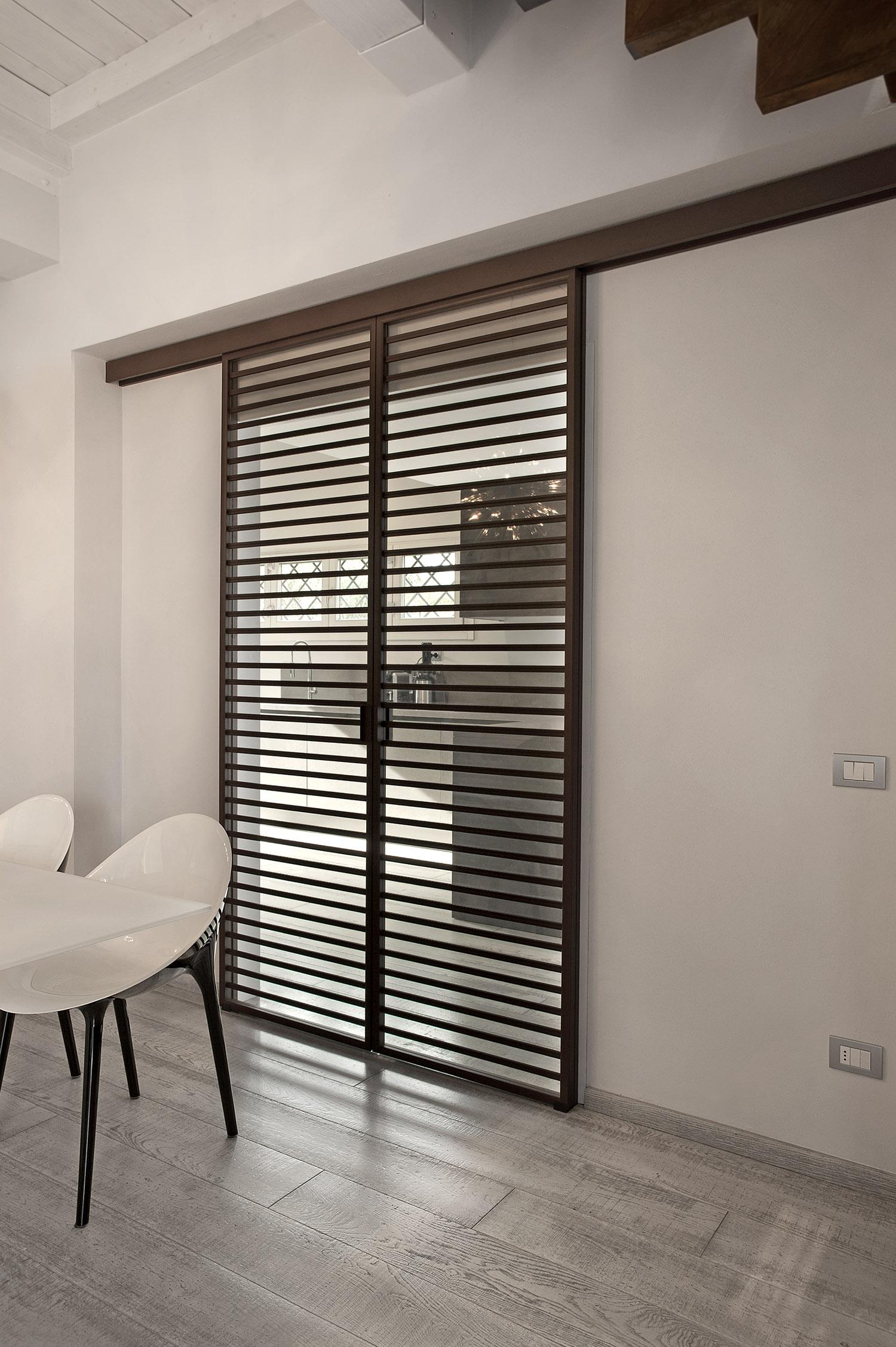 Modi originali per rivestire parete cucina for Porte scorrevoli arredo