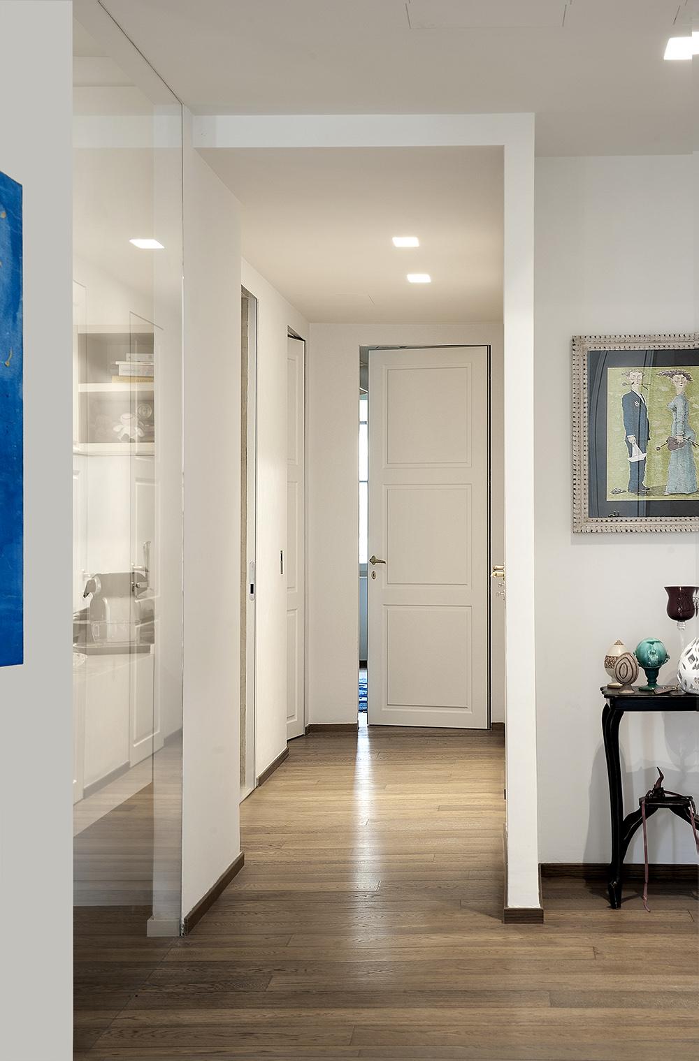 Appartamento a firenze porte scorrevoli e battenti per arredamento moderno e contemporaneo - Porte da interno ikea ...