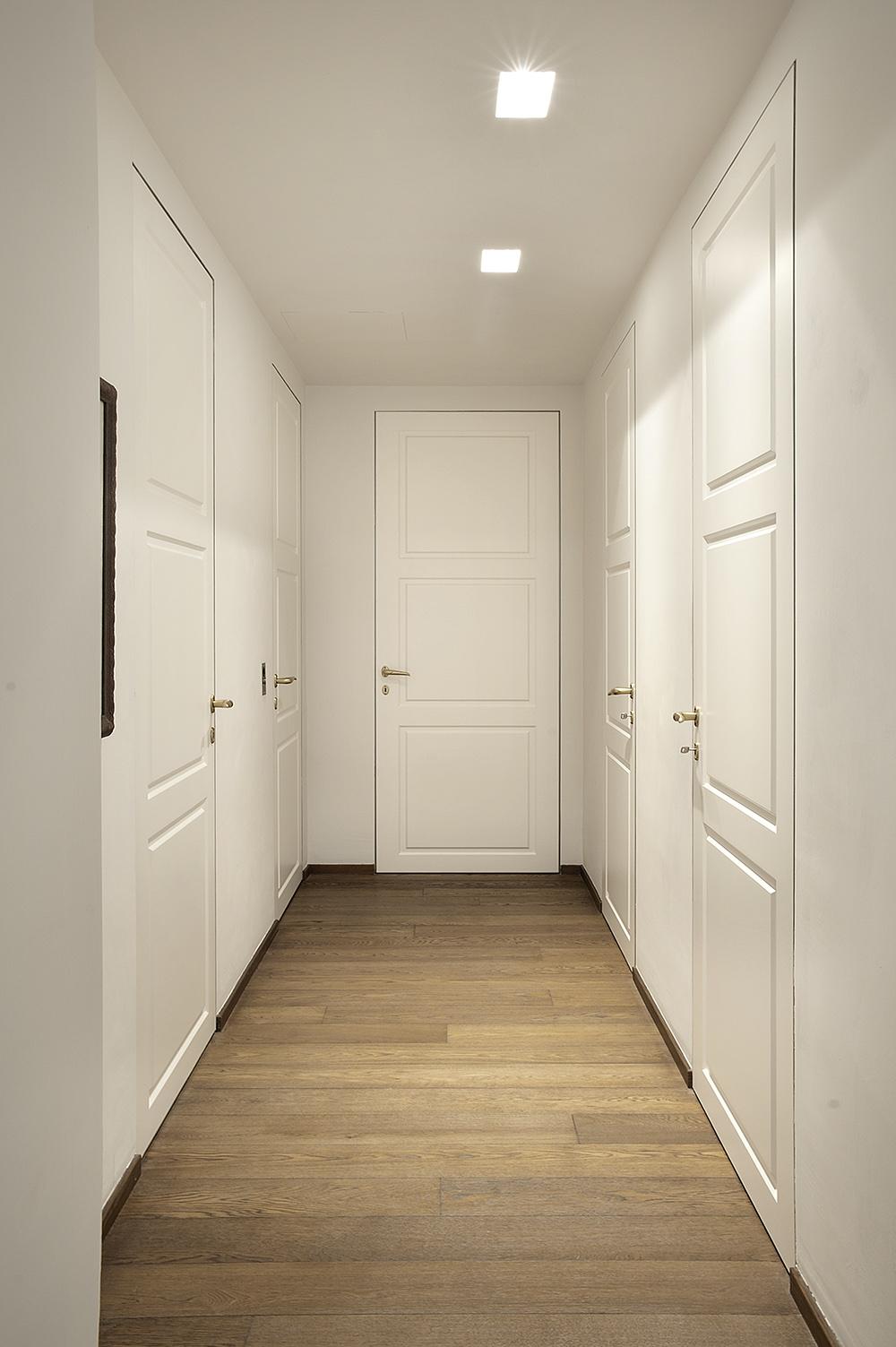 Appartamento a firenze porte scorrevoli e battenti per arredamento moderno e contemporaneo - Specchio arredo casa ...